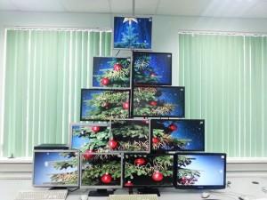 elka-iz-monitorov
